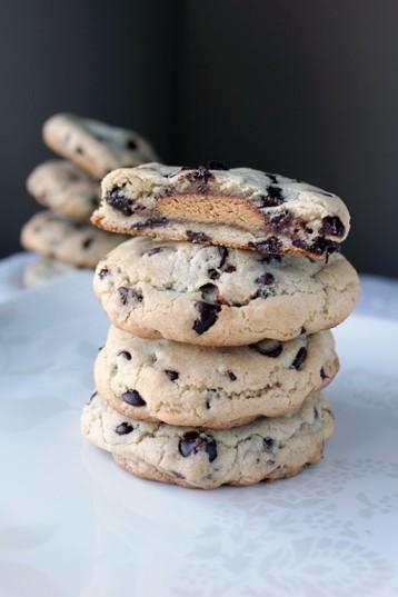 peanutbuttercupstuffedchocolatechipcookie1-512x768