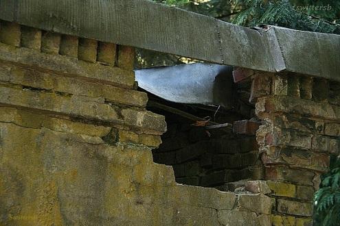 Hole Wall Crypt