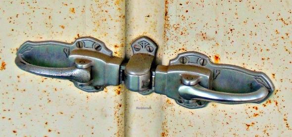 Old Frigidaire Door Handles SB