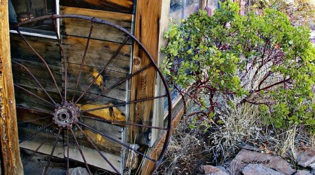 SwittersB Photography Old Wagon Wheel
