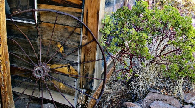 SwittersB Photography Old Wagon Wheel