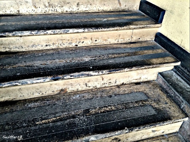 photography-old stairs-dirty stairs-SwittersB