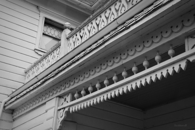 photography-old house-ornate porch-SwittersB