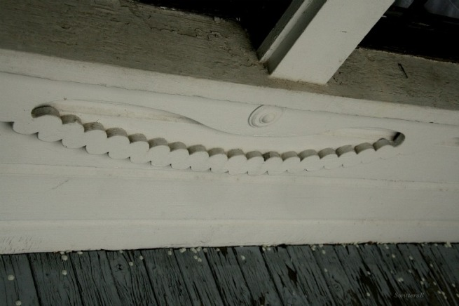 Photography-Ornate Railing-Old Home-Design-SwittersB