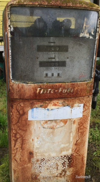 Photography-SwittersB-Old Gas Pump-Rural