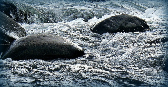photography-water-rapids-boulders-SwittersB