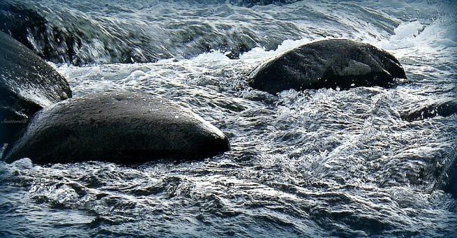 photography-water-rapids-boulders-SwittersB