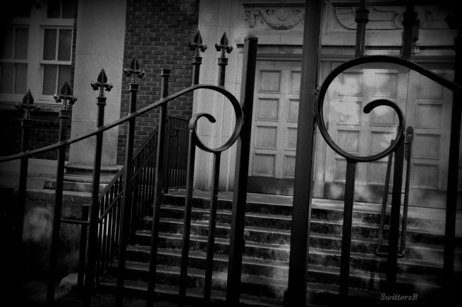 photography-black and white-old gate-SwittersB