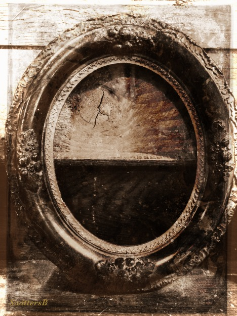 photography-vintage-empty picture frame-SwittersB