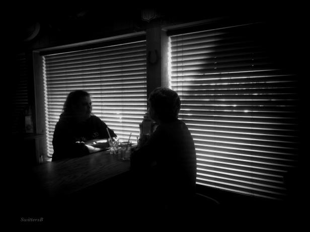photography-women talking-tavern-dark-SwittersB