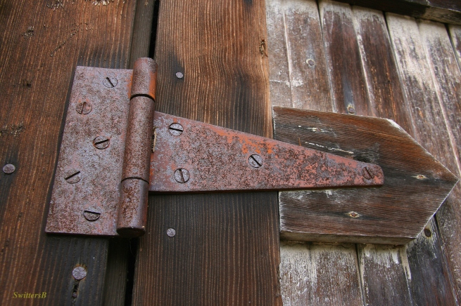 old wood-hinge-rust-photography-SwittersB
