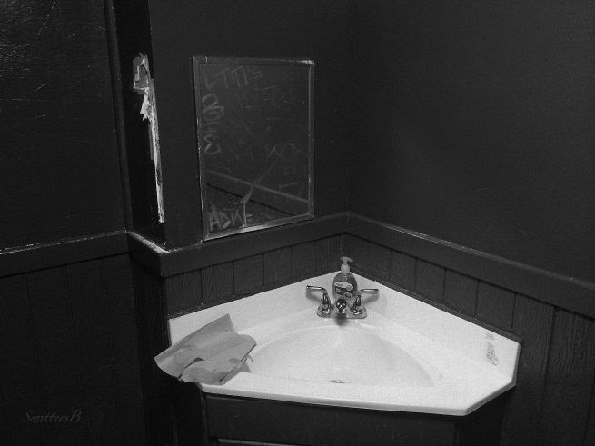 sink-tavern-dirty-photography-SwittersB