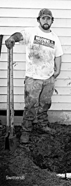 Tony Muncy-digging-work-son-photography-SwittersB