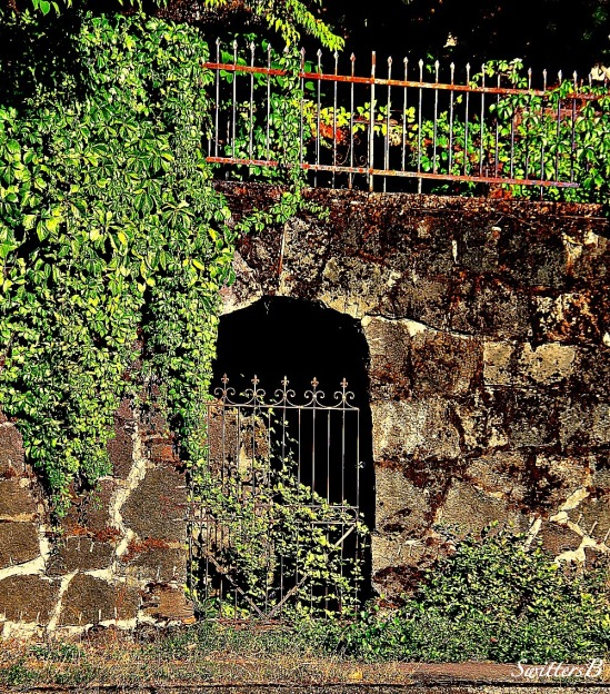 back entry-gate-stonework-photography-SwittersB