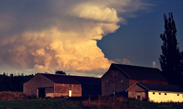 clouds-looming-farm-rural-sky-photography-SwittersB