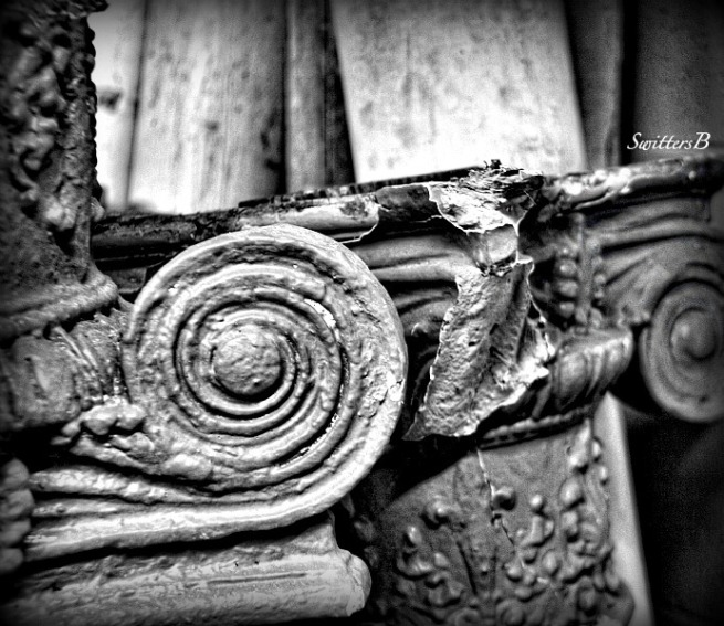 columns-architecture-scroll-photography-support-SwittersB
