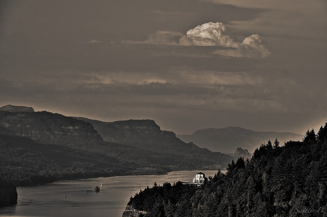 Crown Point-Oregon-Columbia River-Vista House-Photography-SwittersB