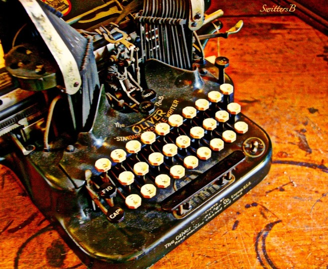 old typewriter-The Oliver-photography-vintage-SwittersB