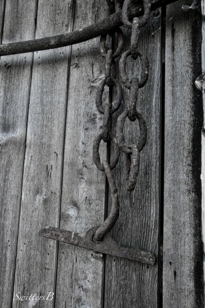 rusty chains-old wood-rustic-photogaphy-SwittersB