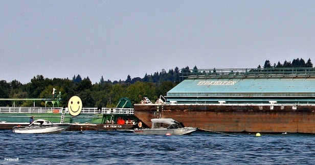 Barge-Tug-Columbia River-Boating Safety-Photography-Oregon-SwittersB