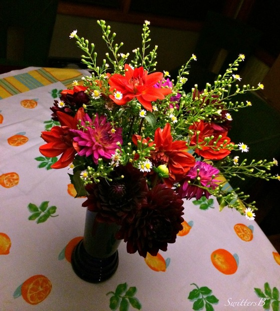 cut flowers-table cloth-festive-party-photography-SwittersB