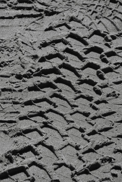 impressions-tire tracks-sand-tread-track-photography-SwittersB