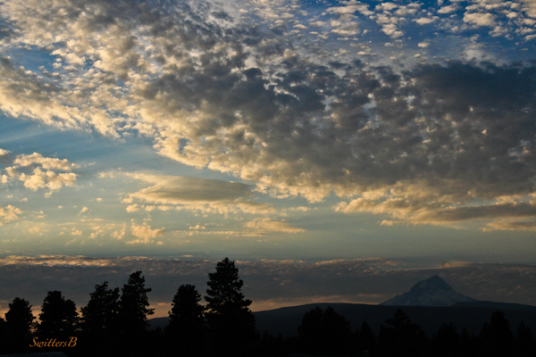 Mt. Hood-Oregon-clouds-layers-dark crowds-dusk-SwittersB