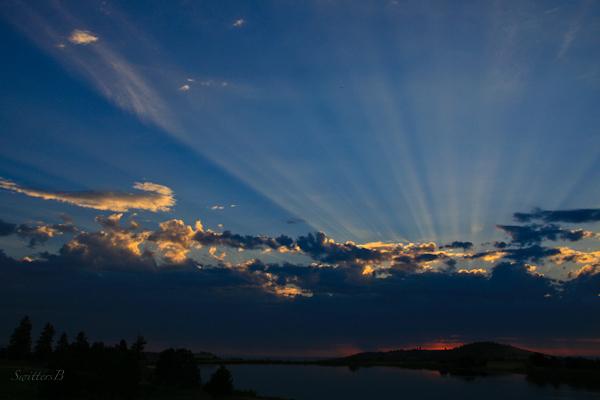 sunrise-rays-morning-lake-Central Oregon-nature-photography-SwittersB