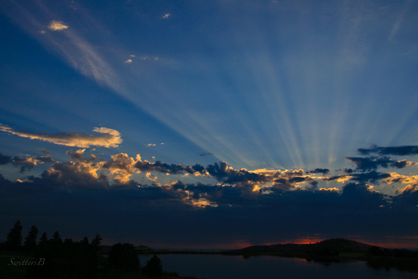 sunrise-rays-morning-lake-Central Oregon-nature-photography-SwittersB