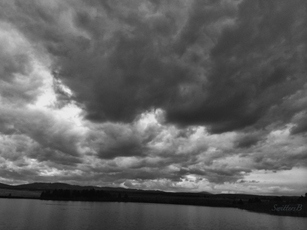 brooding-dark clouds-lake-nature-Oregon-photography-SwittersB