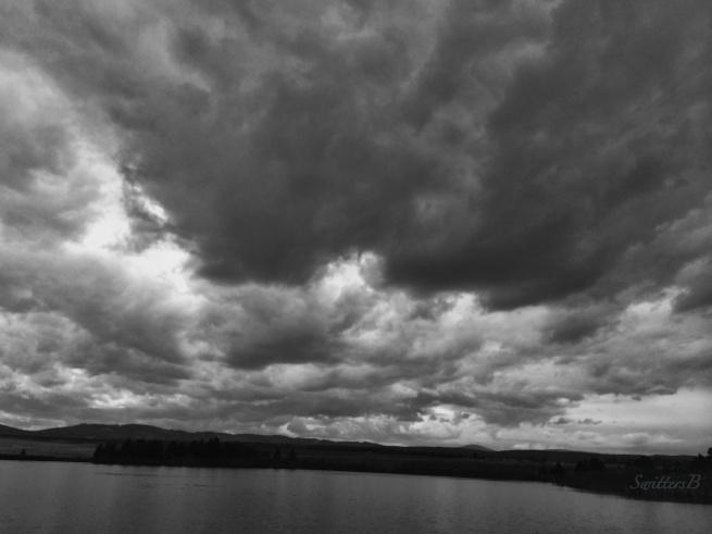 brooding-dark clouds-lake-nature-Oregon-photography-SwittersB