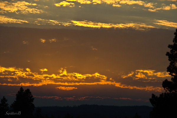 light-sunset-layers-sky-clouds-SwittersB-photography-Oregon