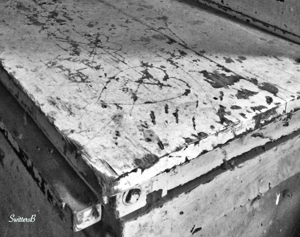 old loves-heart-carved-old wood-rural-photography-SwittersB