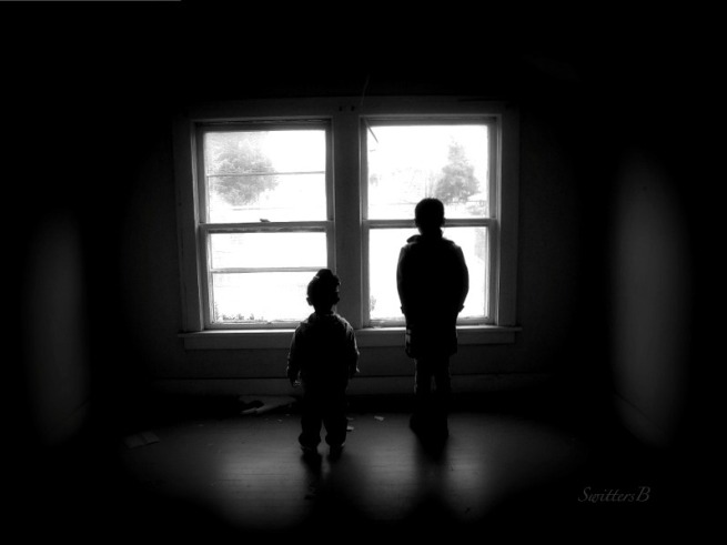 kids-window-old house-shadows-photography-SwittersB