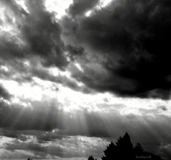 ray-beam-Oregon-photography-SwittersB-dark cloud-rays-light-sky