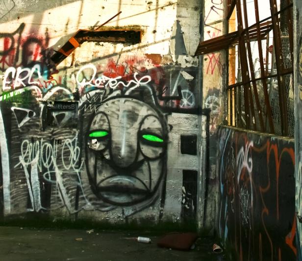 green eyes-graffiti-Portland-SwittersB-urban-art