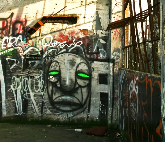 green eyes-graffiti-Portland-SwittersB-urban-art