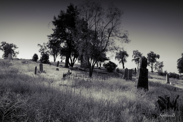 pioneer cemetery-Central Oregon-SwittersB-graves-history