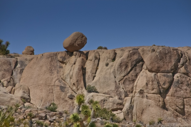 boulder-teetering-Mojave-desert-SwittersB