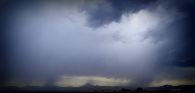 low storm clouds-Oregon-desert-photo-SwittertsB