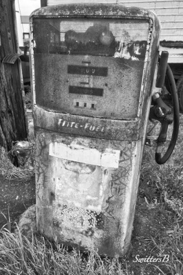 old gas pump-rural-farming-SwittersB-photo