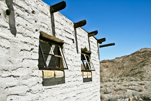 desert-abandoned building-rustic-windows-SwittersB