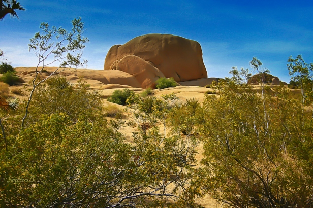 mojave desert-rock formation-photo-SwittersB