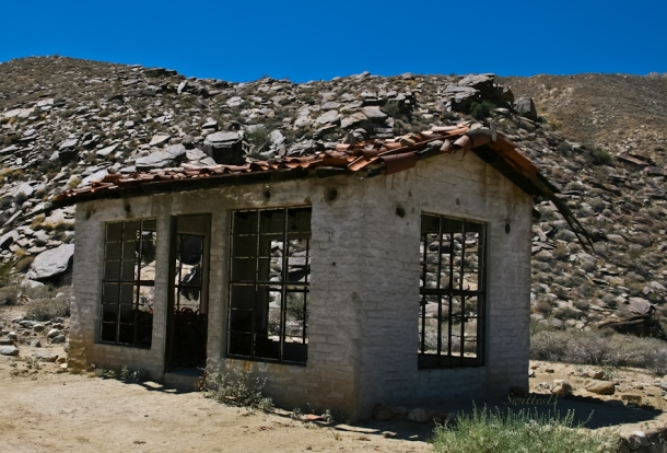 old service station-desert-Wentworth Canyon-SwittersB