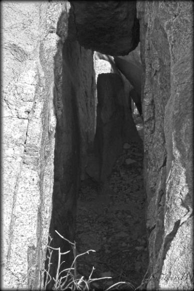 rock walls-trail-narrow-hiking-SwittersB-desert