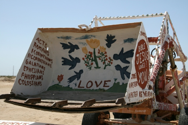 salvation mountain-scoop shovel-SwittersB