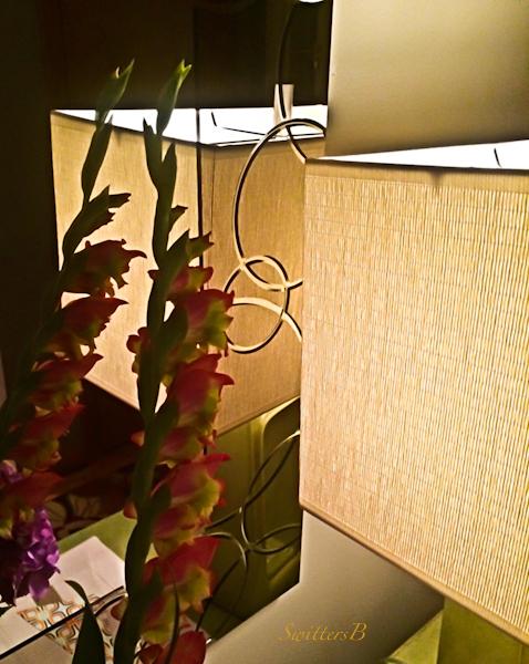 Gladiola-mirror-lamp-MCM-SwittersB