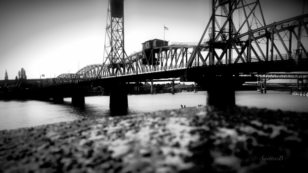 Hawthorne bridge-Portland-SwittersB-Willamette River-KH
