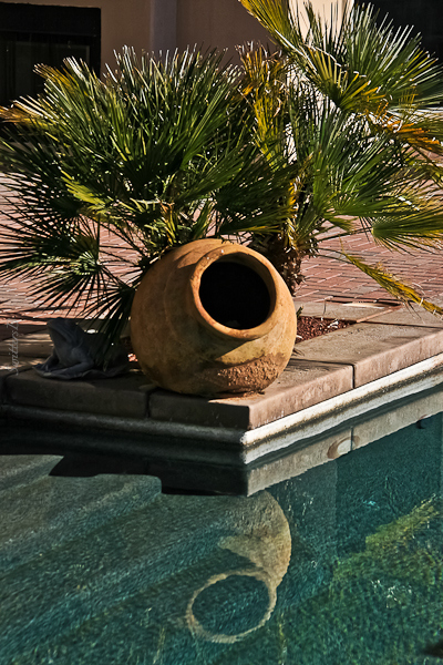 rancho-urn-pool-reflection-SwittersB