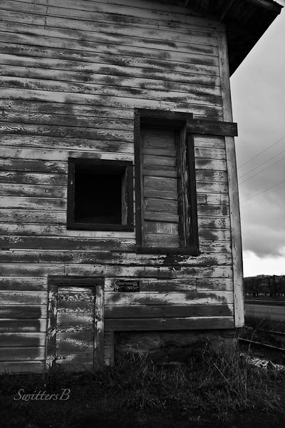 door-old building-rustic-SwittersB